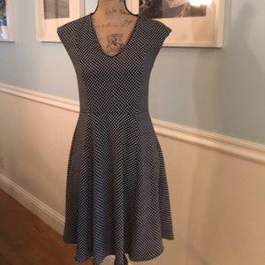 Beautiful flowing Ann Taylor Dress Size 0 w slip